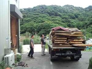 自然素材の無垢板が中尾建築工房に到着☆