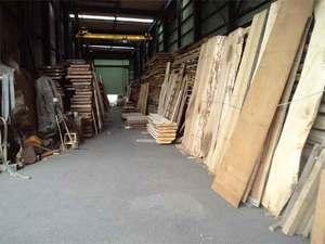 自然素材の無垢板を探し求める設計事務所+工務店!