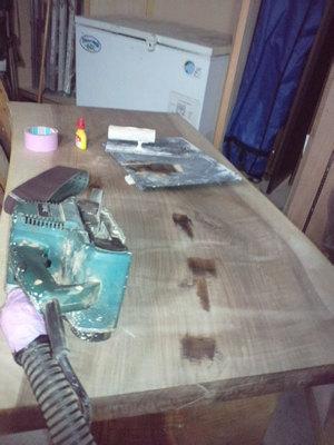 無垢の板で造るローテーブル製作中ですが•••