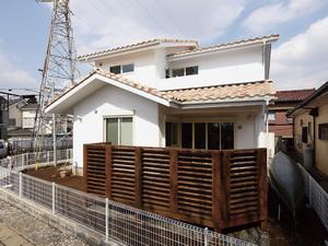 洋風な瓦屋根の家造り