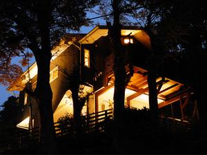 デザインのある家には照明でアクセントを!