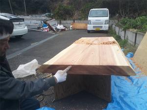 乾燥材だったはずの杉無垢板がまさかの未乾燥・・