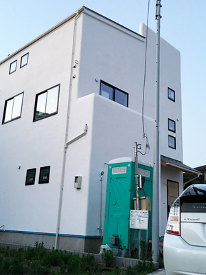 hayama-horiuchi-s-built-in-garage.jpg