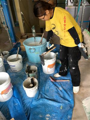 左官女子!プロの左官職人が施行する天井・壁の珪藻土の塗り方実践編