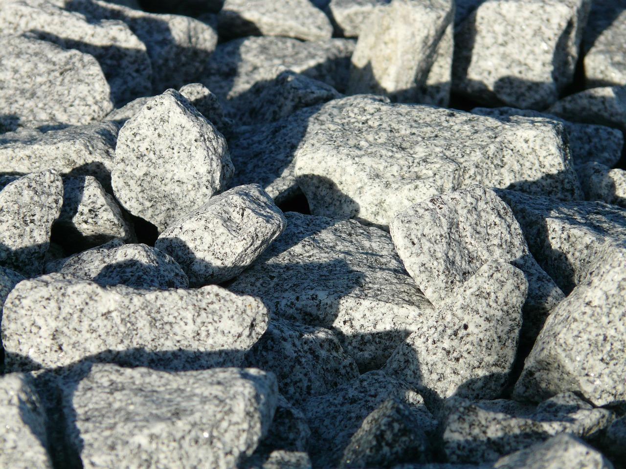 珪藻土に似た漆喰は何が違うのでしょうか