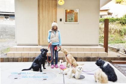 愛犬と暮らす家で気をつけるポイントは滑らない床やフローリングだけで良いですか?ペットのプロが選ぶ床材をご紹介します。