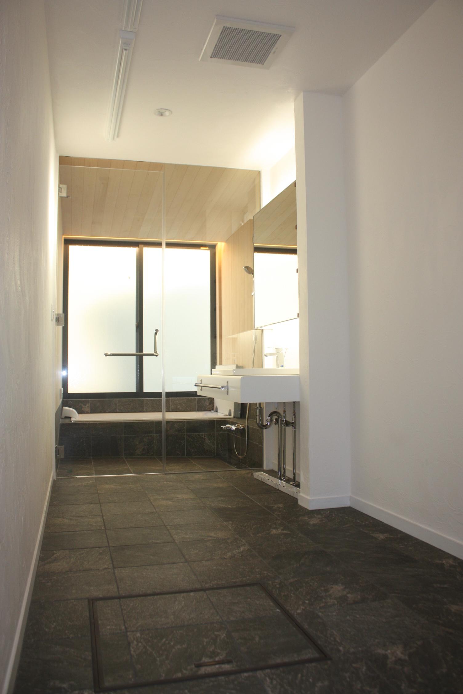 お引渡し後にも青森ヒバのバスルームを見学させて頂きました!