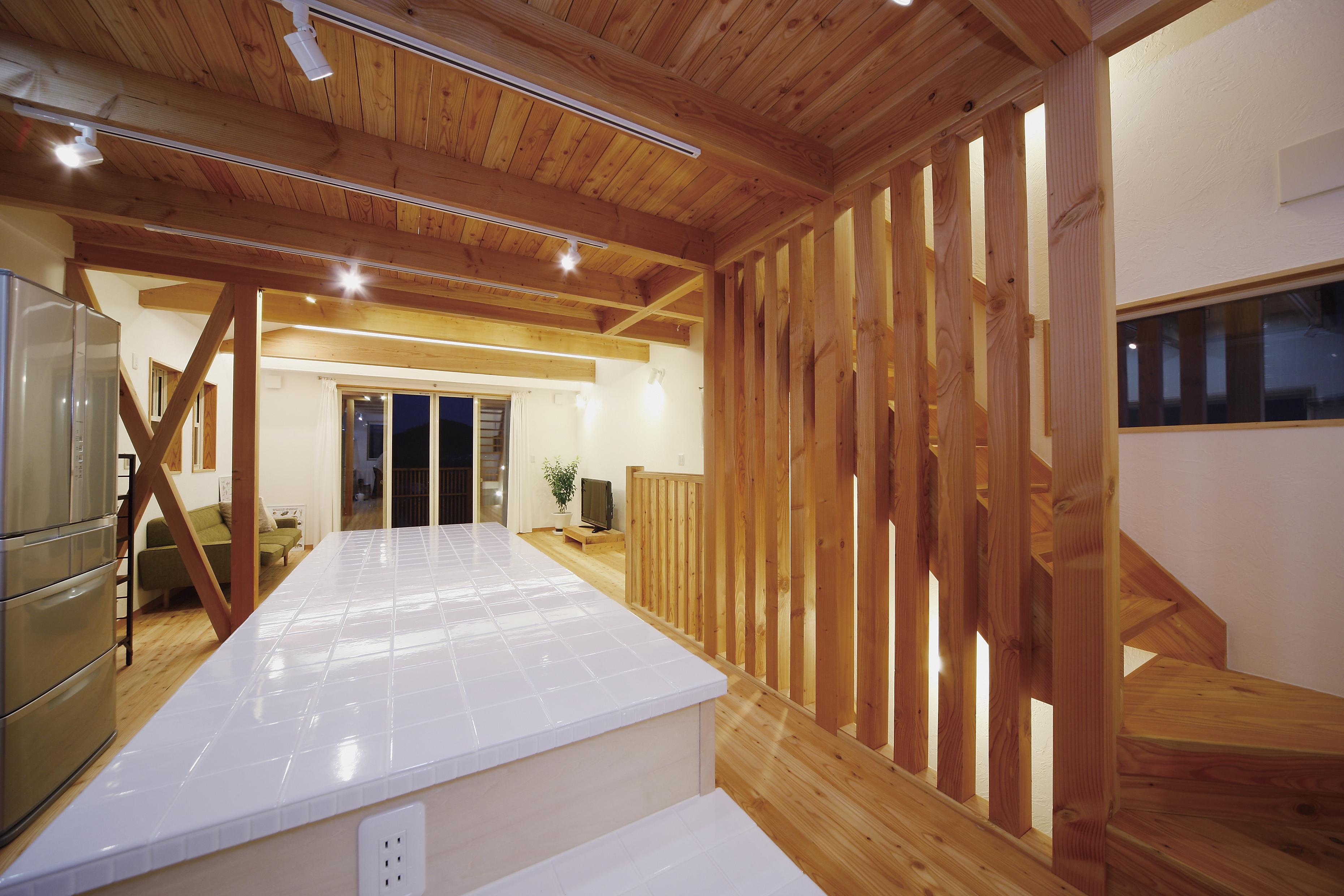 葉山と都内を往復する暮らし 休日を過ごすのは自然素材の家