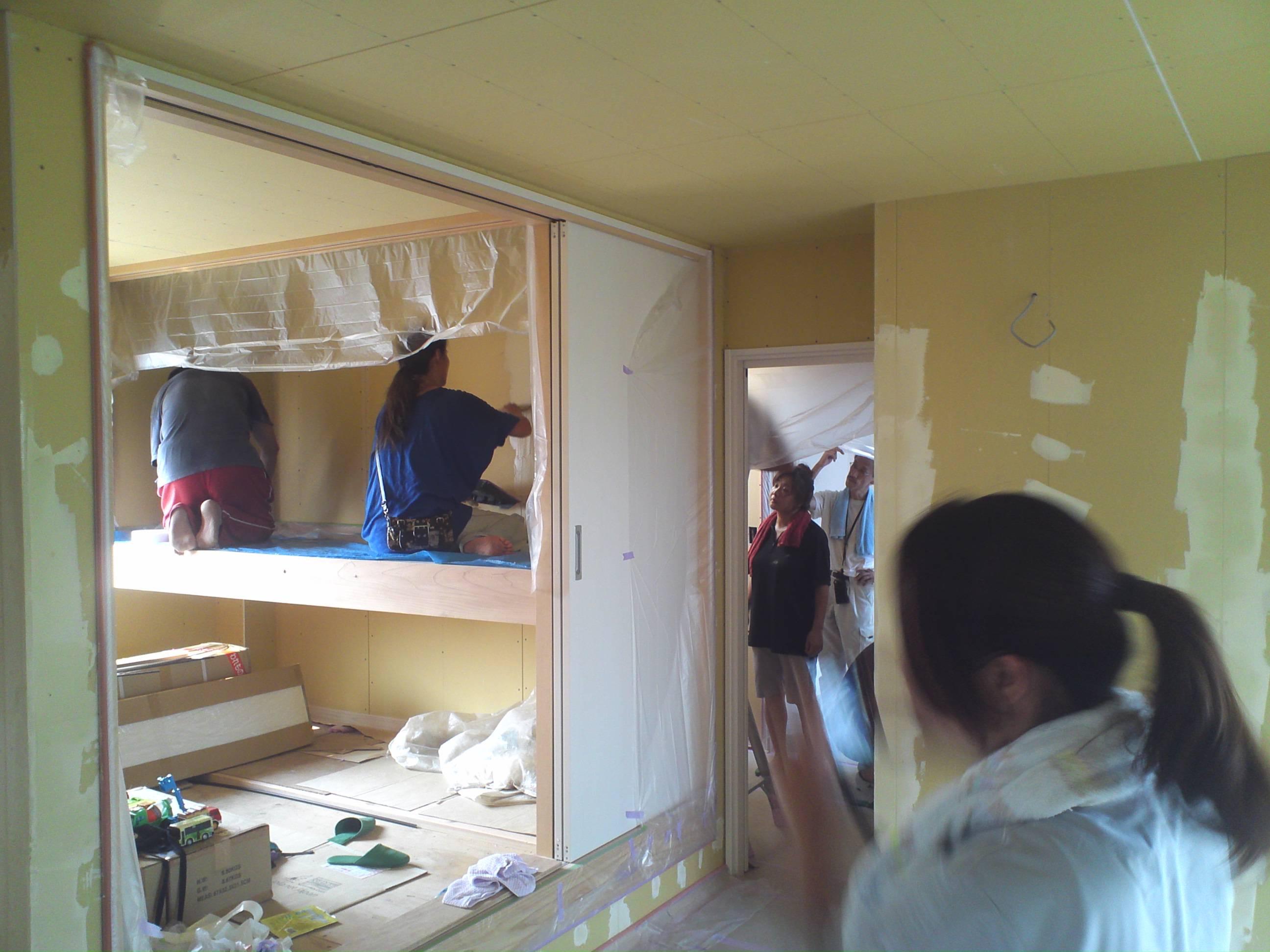 天井や壁の珪藻土を塗ってみる