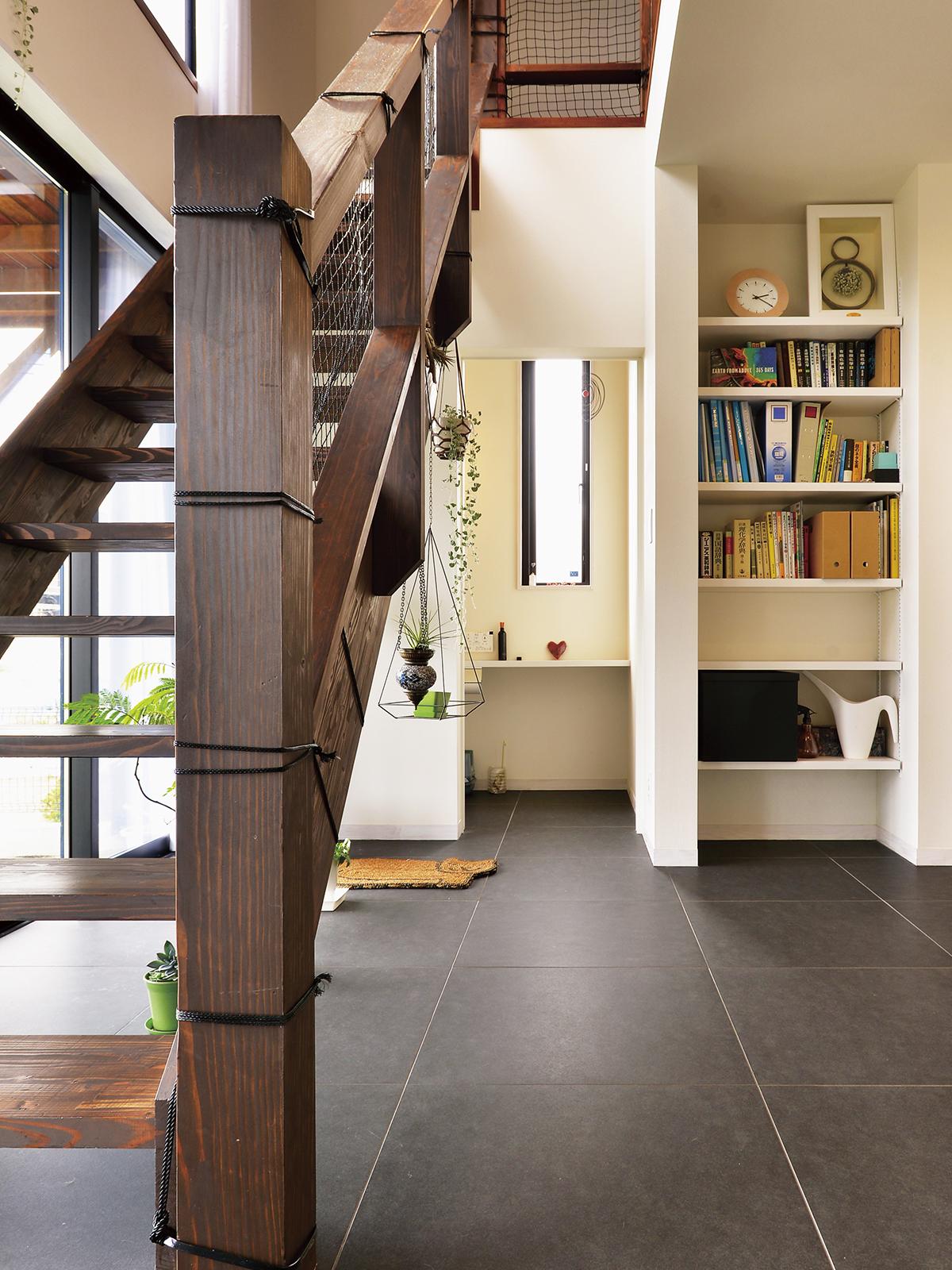 床タイルと壁面の縁を切る実例