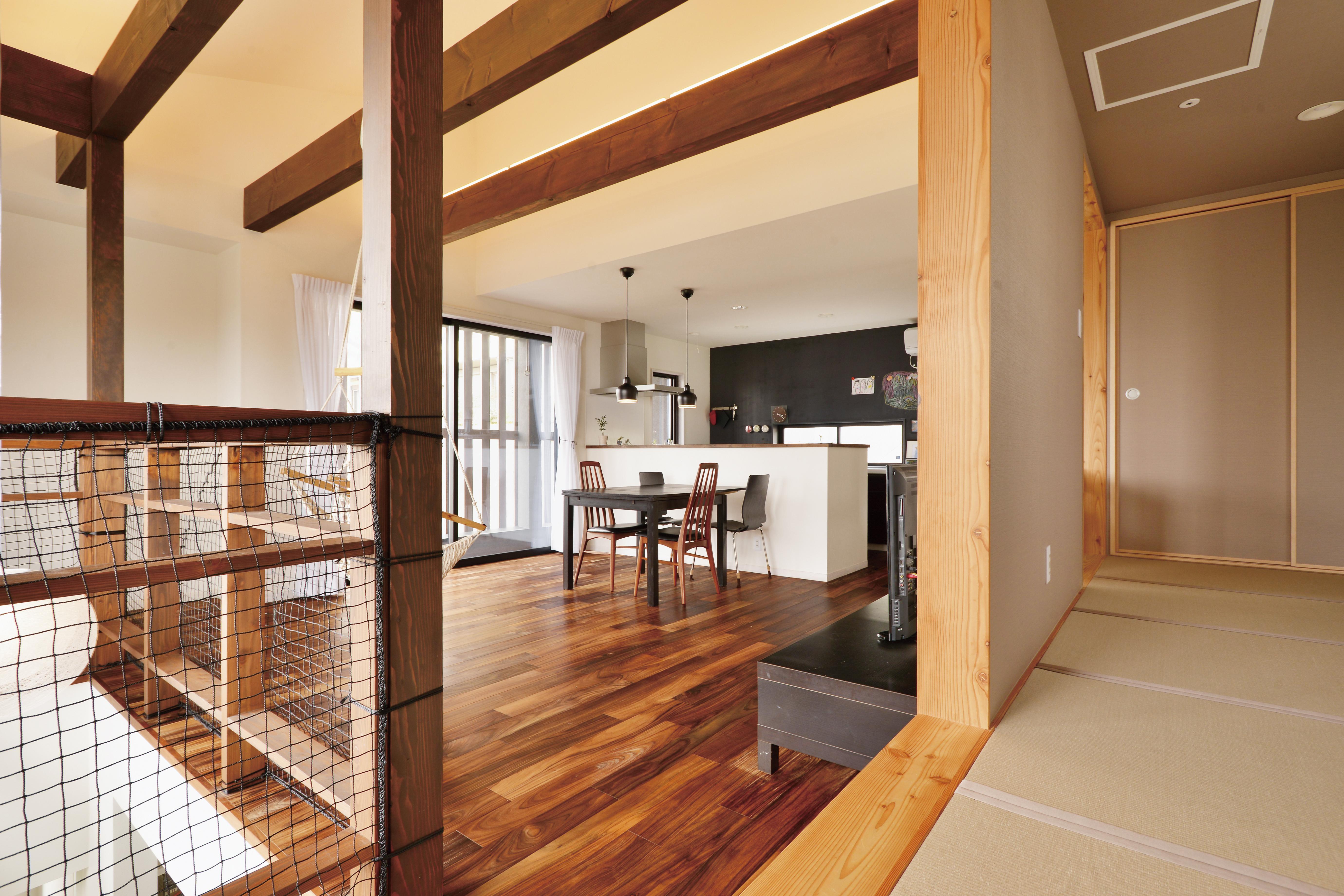 横須賀市に建つアカシアフローリングの家