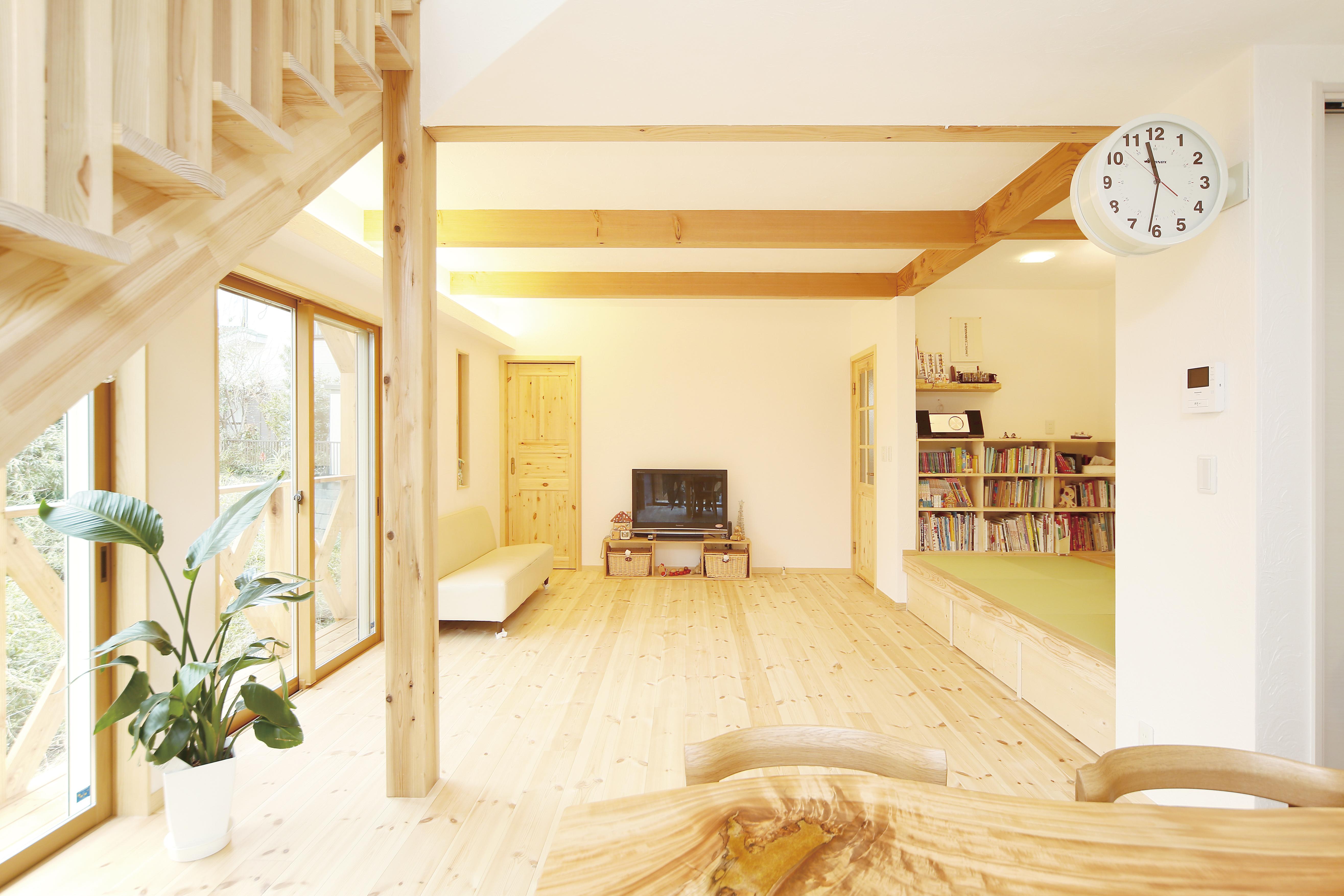 横須賀市に建つパインフローリングの家