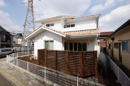 横浜に家を建てる!混ぜ拭き洋風瓦と塗り壁の風合いが楽しめるGrande casa