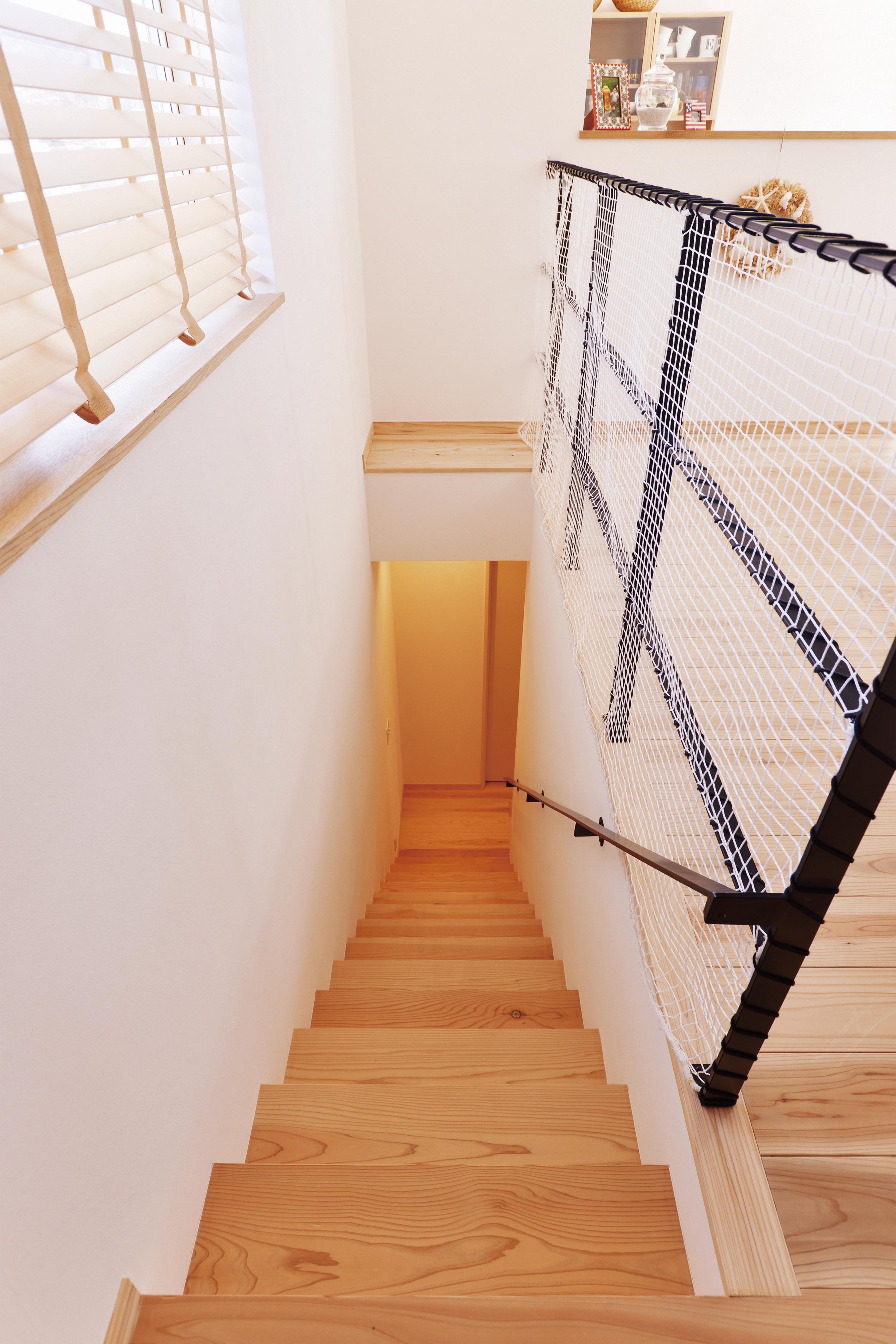 こちらの階段を上がってください!