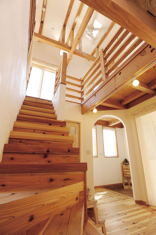 階段ホールもドーンッ!!