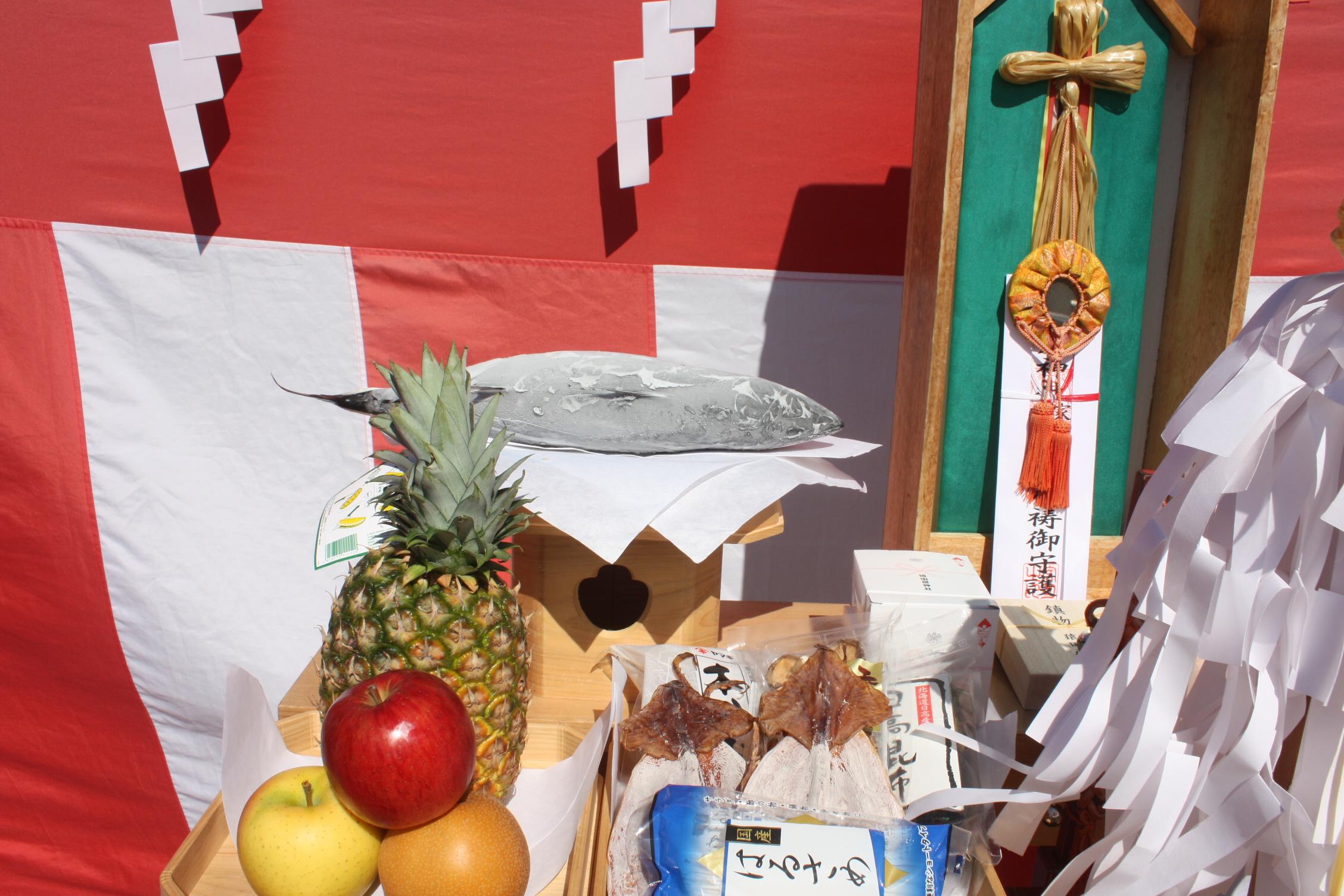 地鎮祭の祭壇にお供えしたカツオ