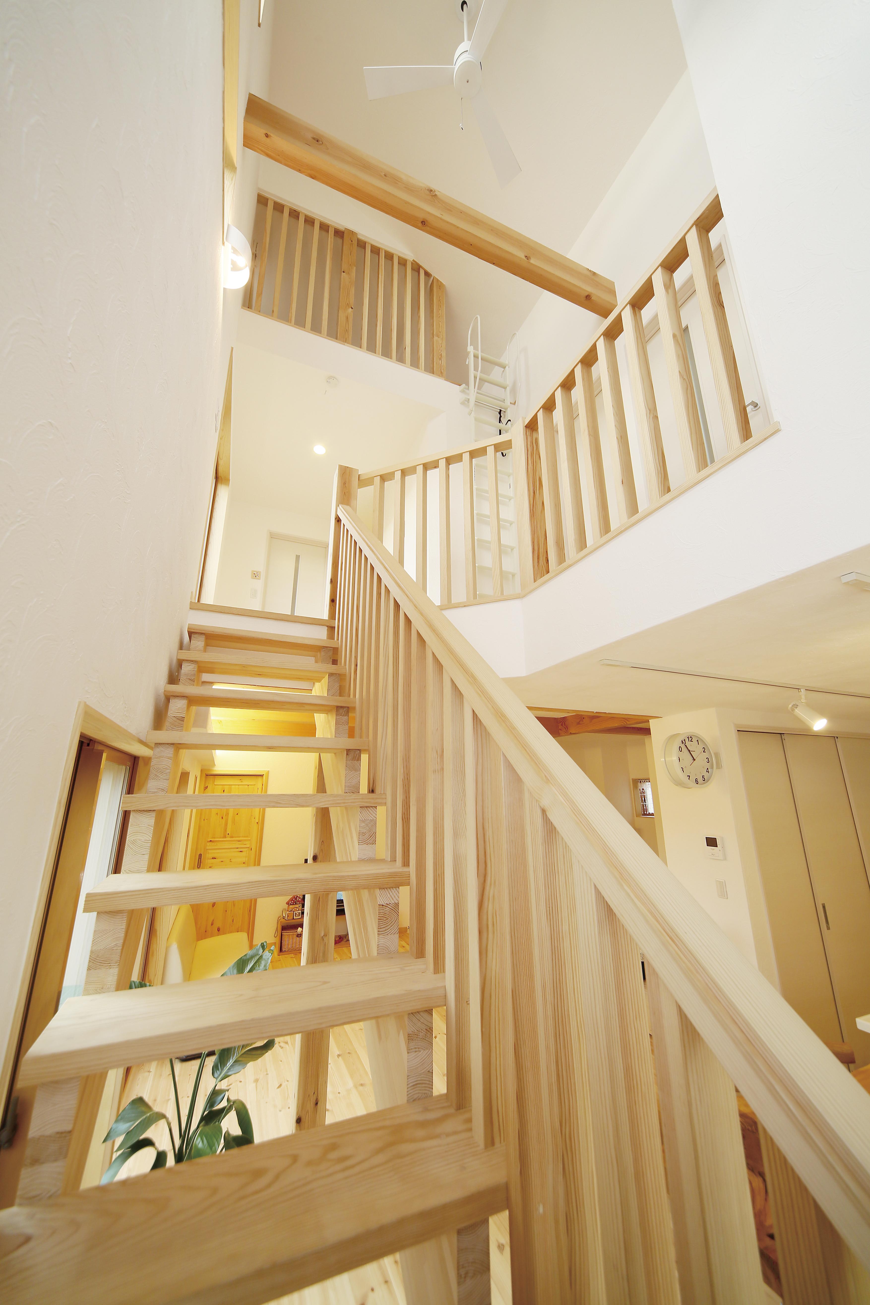 階段スペースを見上げると