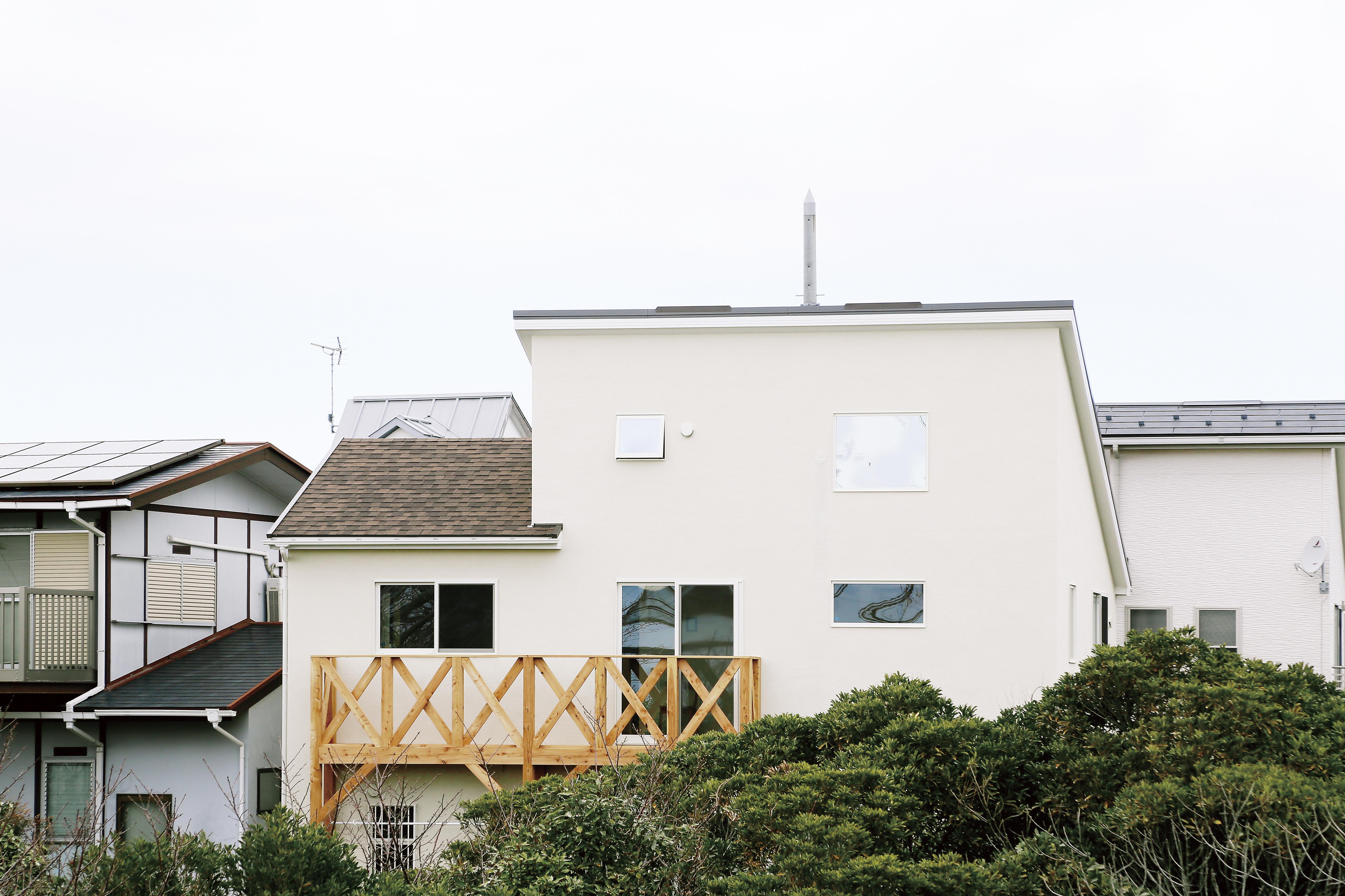 横須賀市に建つ緑に囲まれた家にようこそ