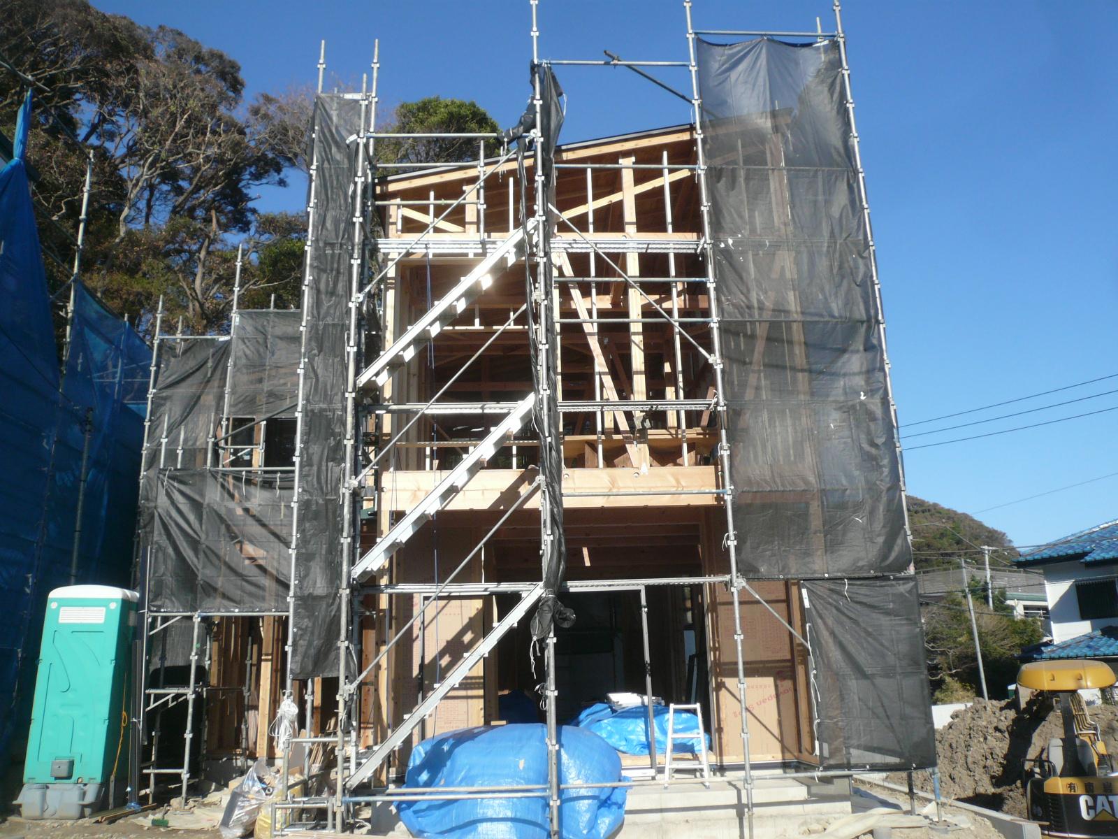 逗子駅徒歩圏に自然素材の注文住宅の家を建てる『思い通りの家』上棟⭐︎