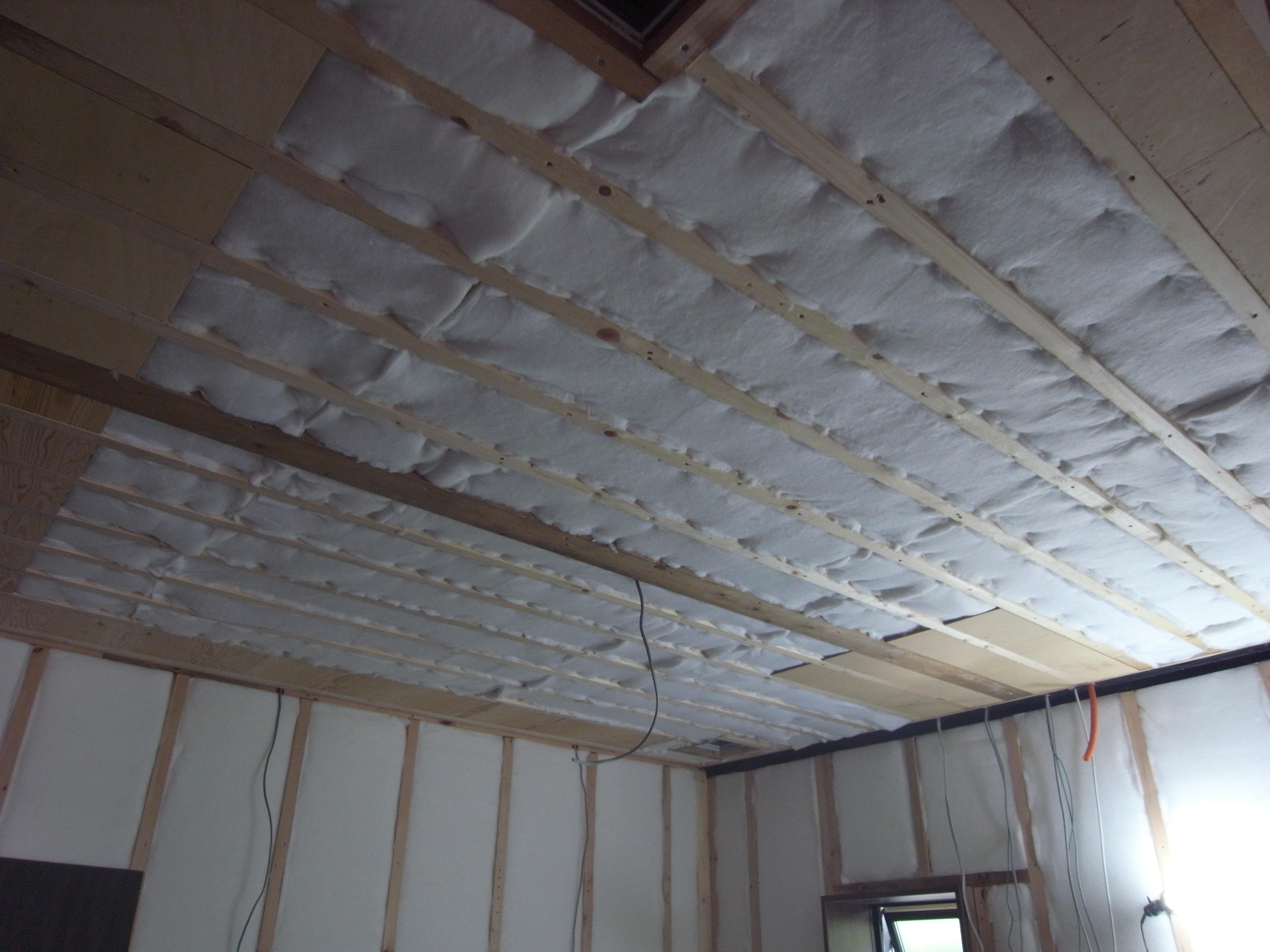 シアタールームの天井吸音ウール完了