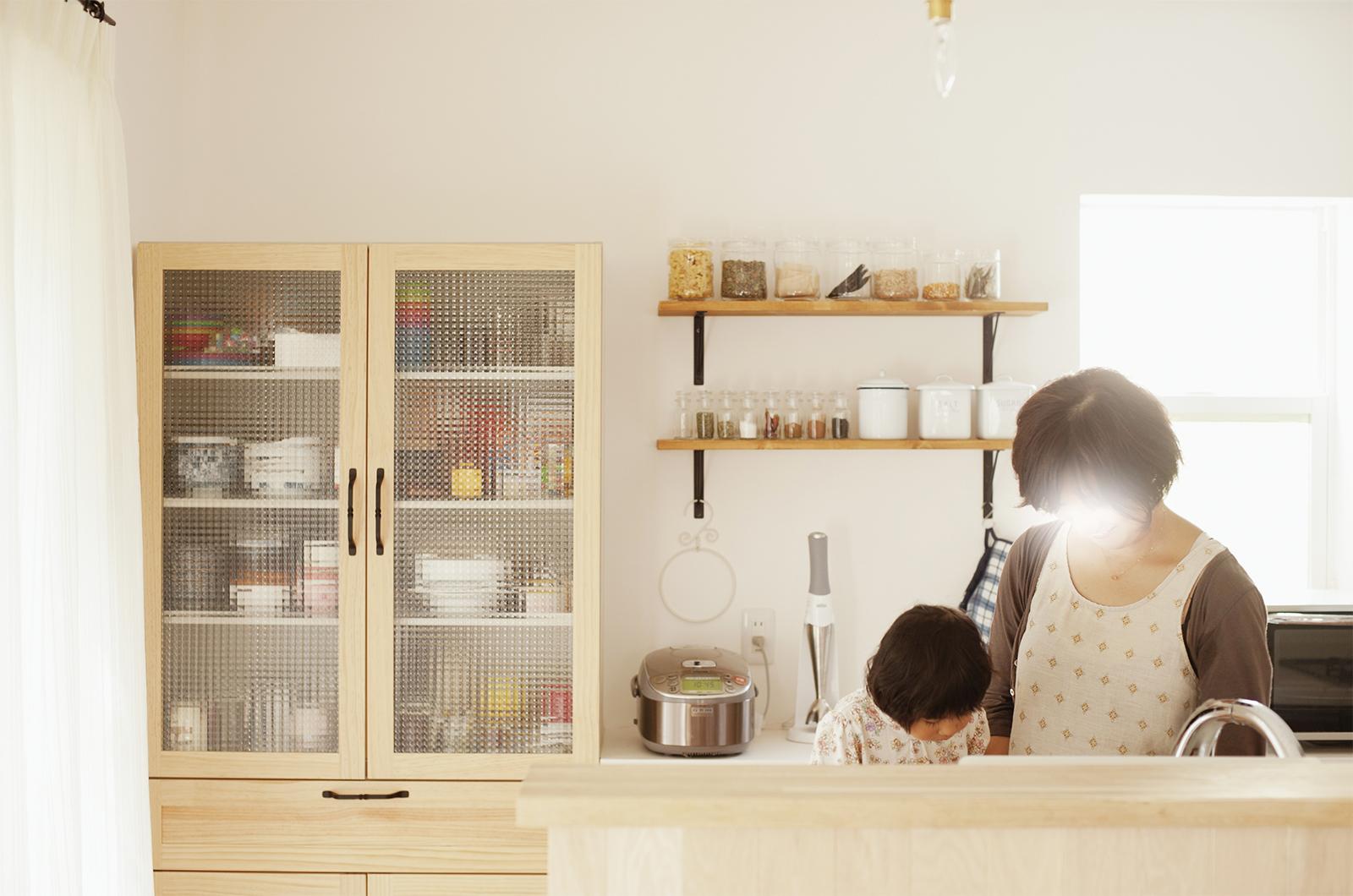キッチンにはお気に入りのカップボード