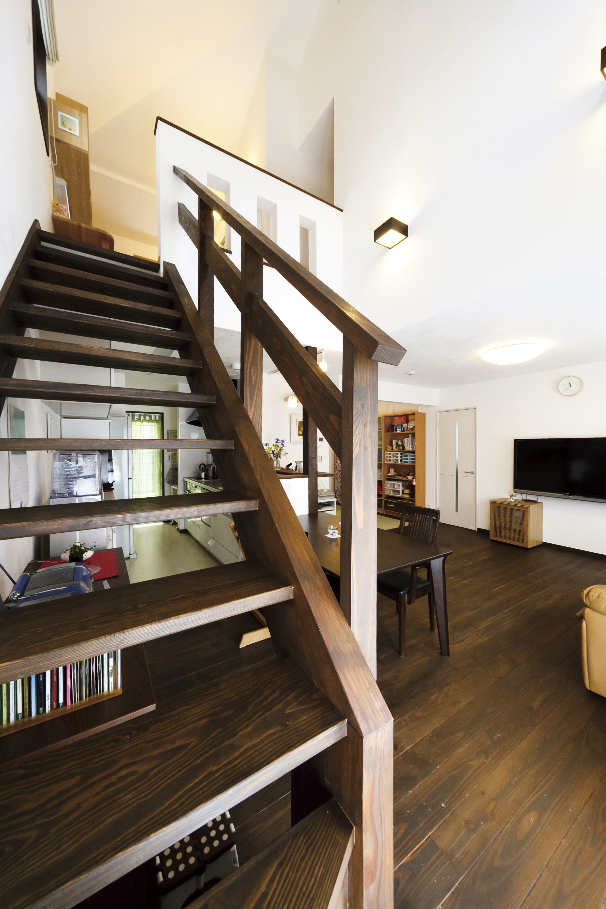 造作したストリップ階段を御覧ください
